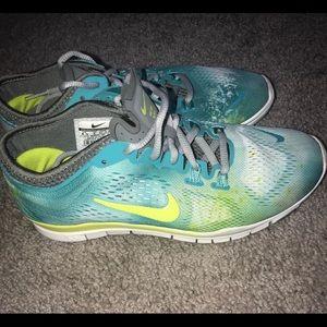 Nike Shoes - Nike Free Run